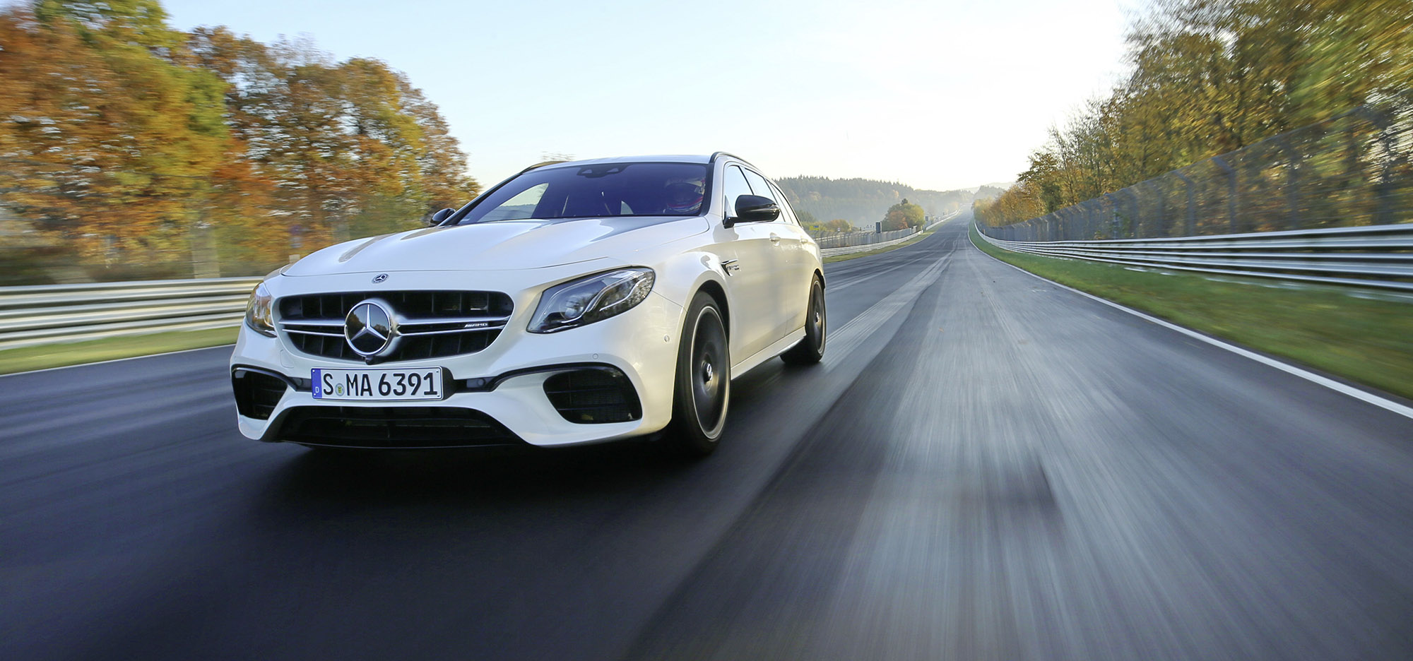 Mercedes-AMG E 63 S 4MATIC+ T-Modell auf der Nordschleife;Kraftstoffverbrauch kombiniert: 9,1 l/100 km; CO2-Emissionen kombiniert: 206 g/km* Mercedes-AMG E 63 S 4MATIC+ Estate on the Nordschleife Circuit;Fuel consumption, combined: 9.1 l/100 km, CO2 emissions, combined: 206 g/km*